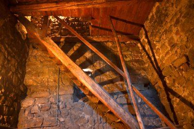 L'escalier en bois date de 1677